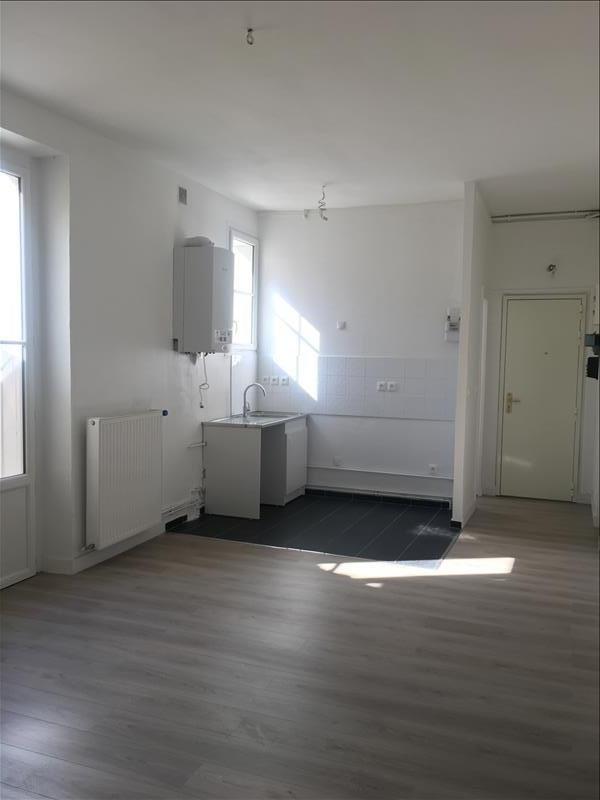 Verhuren  appartement Courbevoie 920€ CC - Foto 2