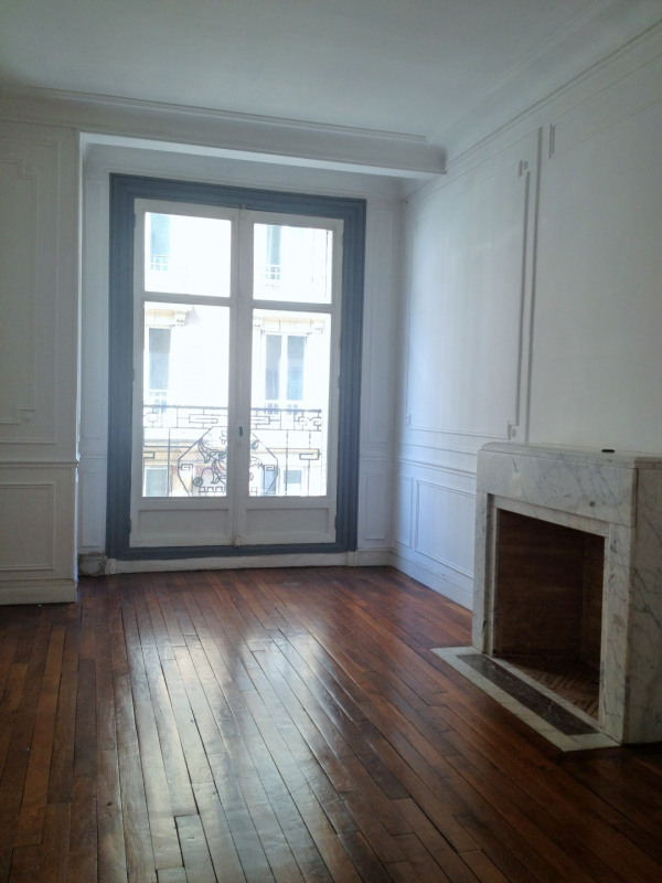 Location appartement Paris 11ème 1 440€ CC - Photo 2