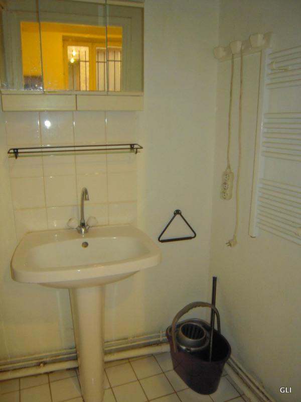Location appartement Lyon 2ème 414€ CC - Photo 3