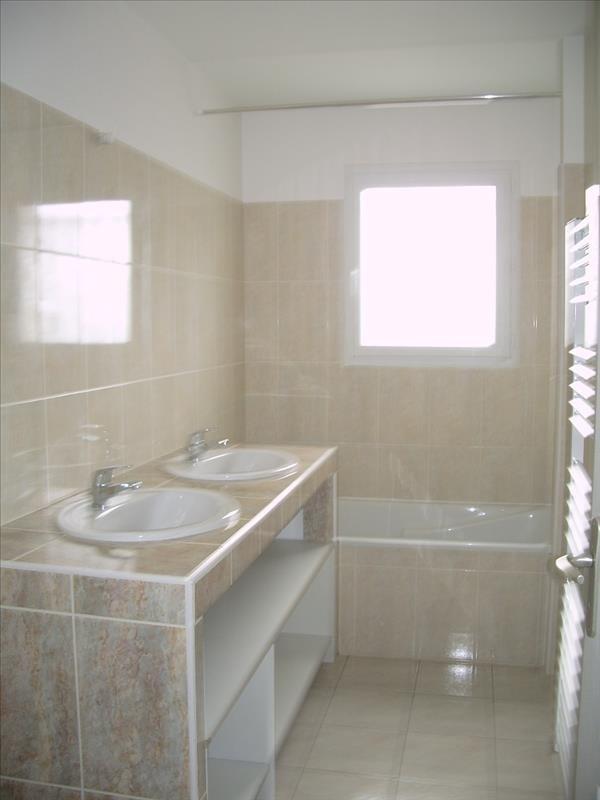 Location maison / villa St andre de cubzac 818€ CC - Photo 5