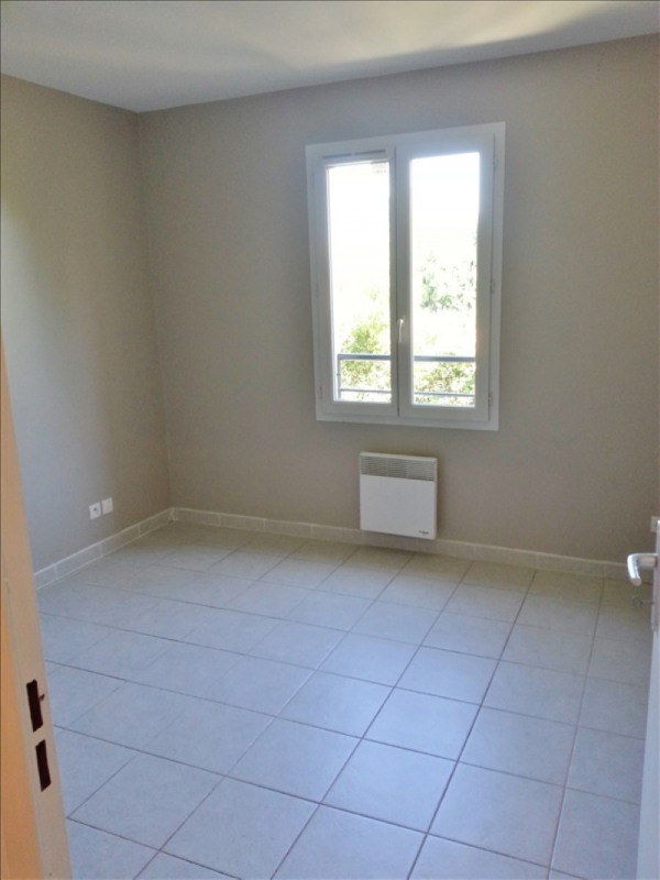 Location maison / villa Salon de provence 721€ CC - Photo 5