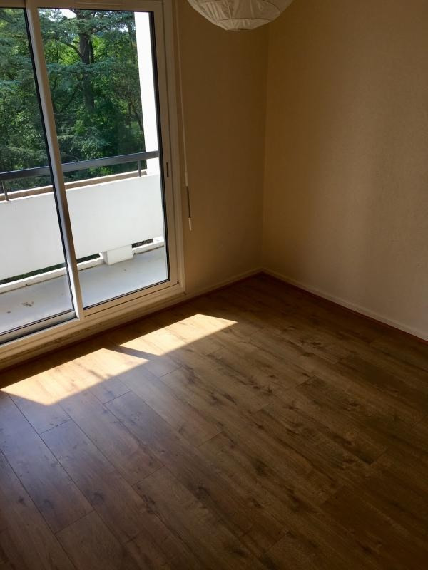 Rental apartment Ecully 1 022€ CC - Picture 3