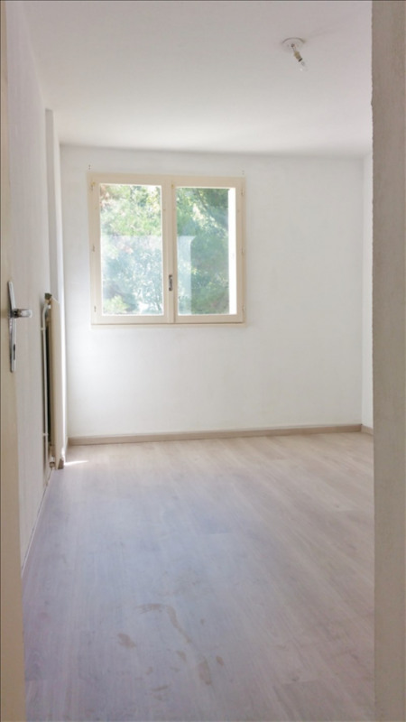Location appartement Senas 776€ CC - Photo 5