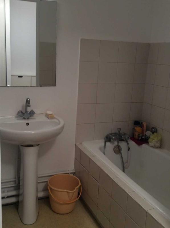 Rental apartment Paris 18ème 1180€ CC - Picture 4
