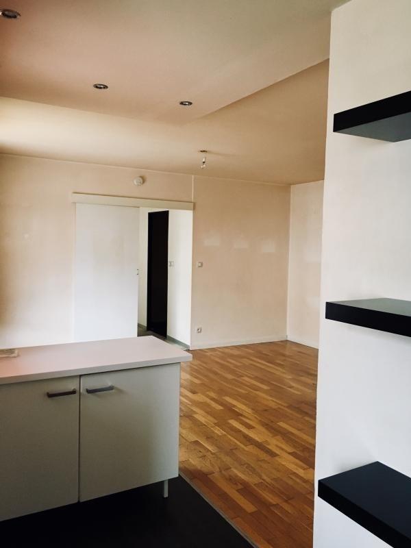 Locação apartamento Ecully 609€ CC - Fotografia 3