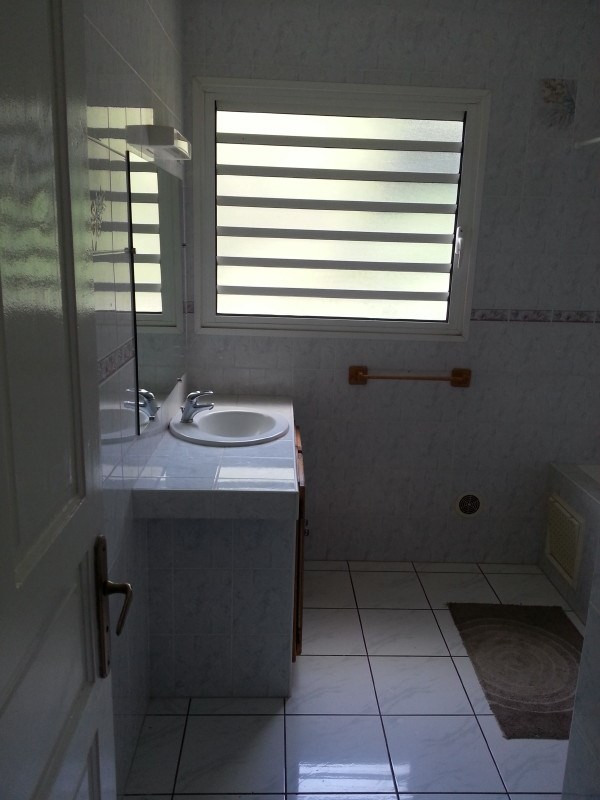 Location maison / villa Les trois mares 900€ +CH - Photo 5