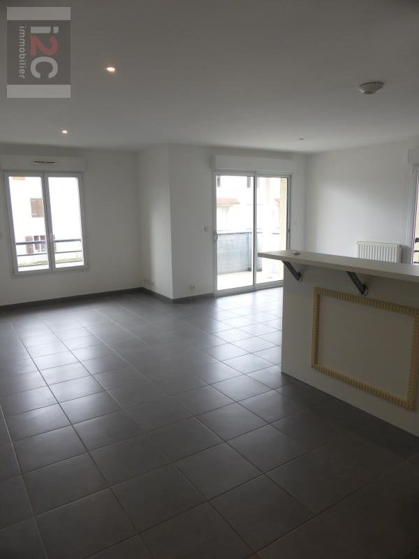 Location appartement Prevessin-moens 1 650€ CC - Photo 2