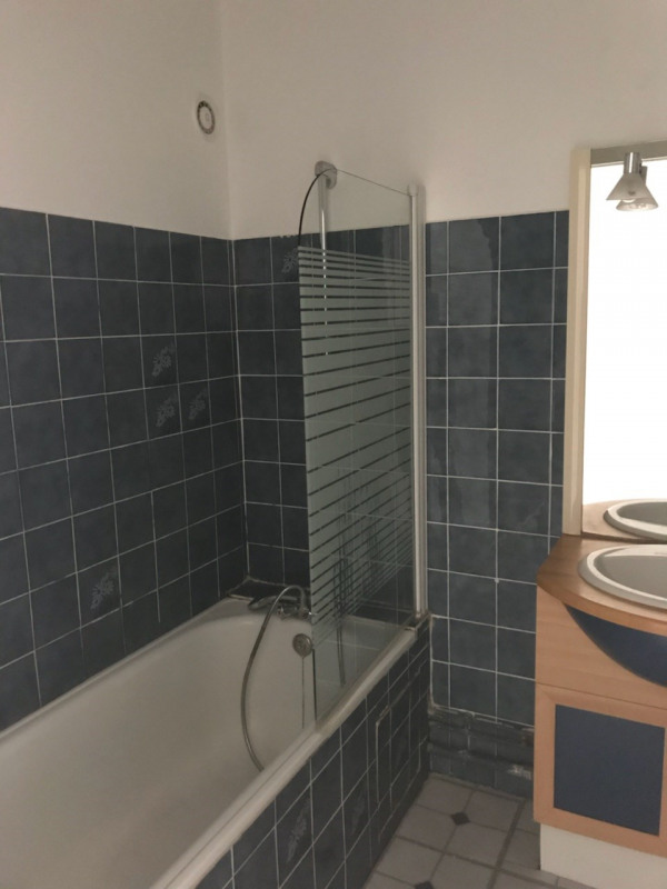 Location appartement Oullins 850€ CC - Photo 3