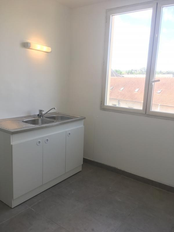 Location appartement Poissy 900€ CC - Photo 4