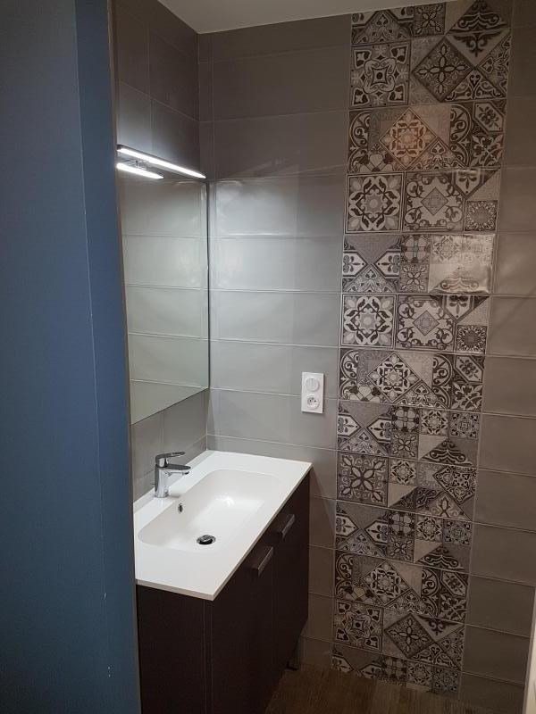 Location appartement Laval 462€ CC - Photo 2