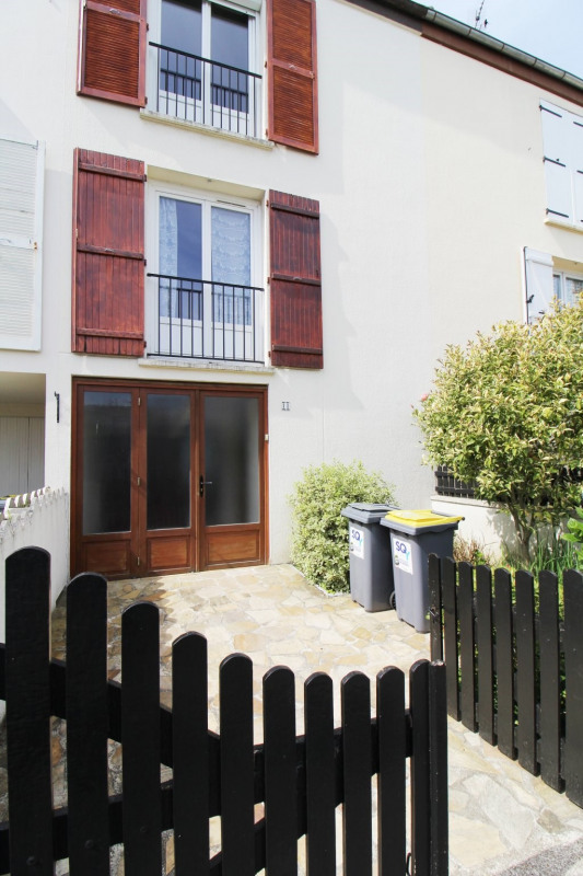 Location maison / villa Maurepas 1 360€ CC - Photo 11