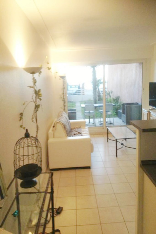 Vacation rental apartment Cannes  - Picture 2