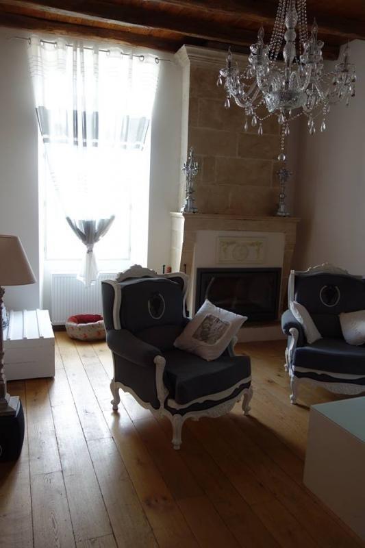 Sale house / villa St gelais 232000€ - Picture 1