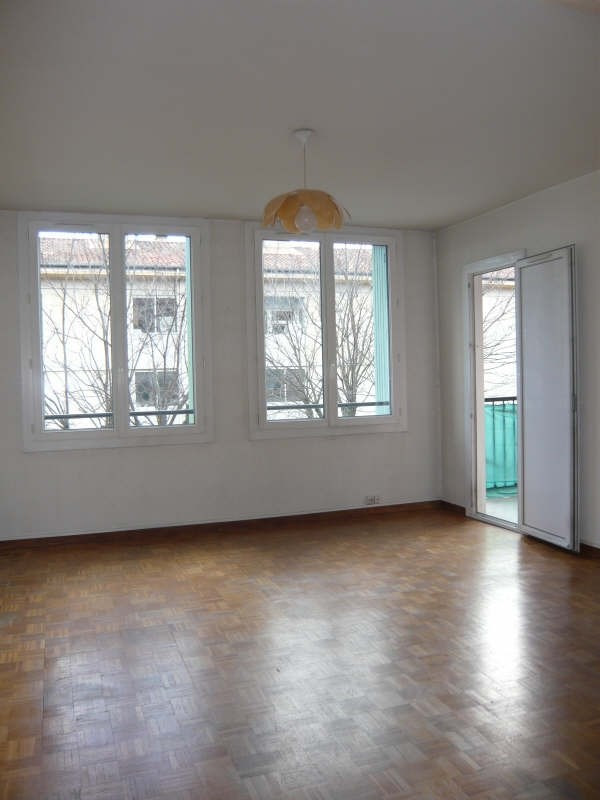 Rental apartment Aix en provence 858€ CC - Picture 1