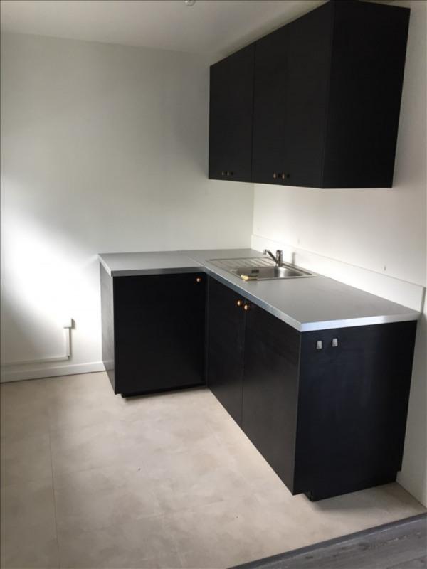 Location appartement Ste genevieve des bois 840€ CC - Photo 2