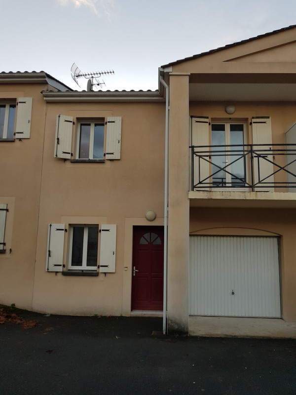 Location maison / villa Castres-gironde 740€ CC - Photo 1
