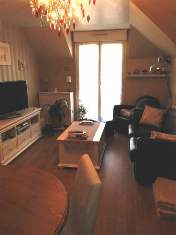 Rental apartment Le plessis pate 738€ CC - Picture 3