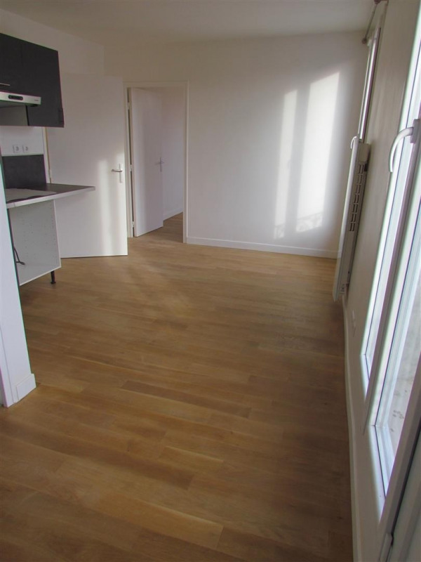Rental apartment Le blanc mesnil 750€ CC - Picture 2