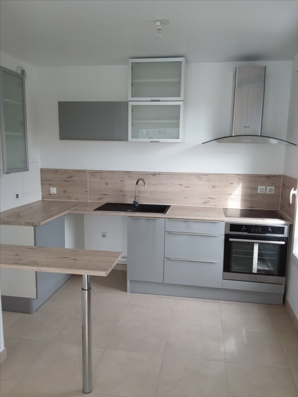Rental apartment Cergy le haut 951€ CC - Picture 1