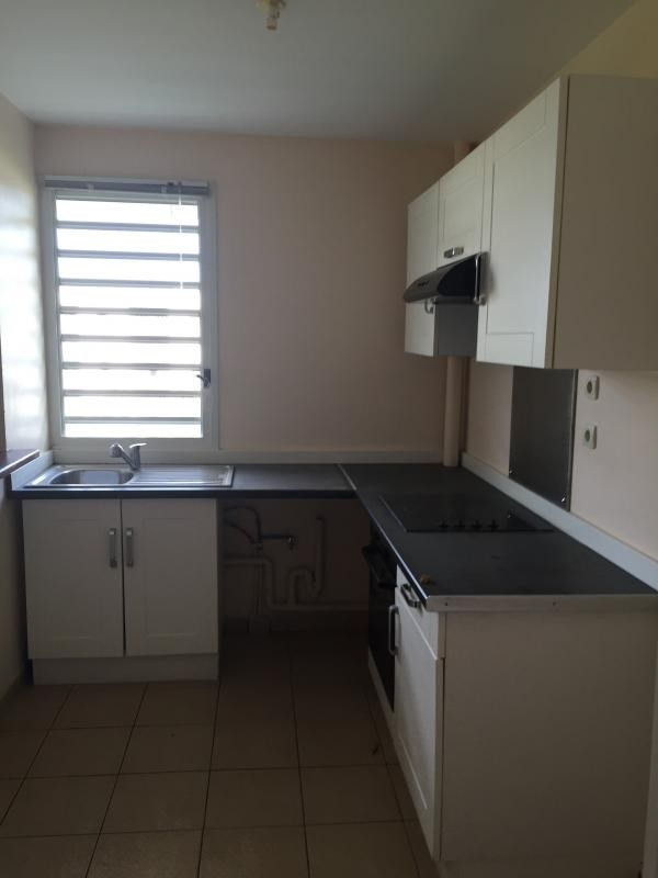 Sale apartment Fort de france 169 000€ - Picture 2