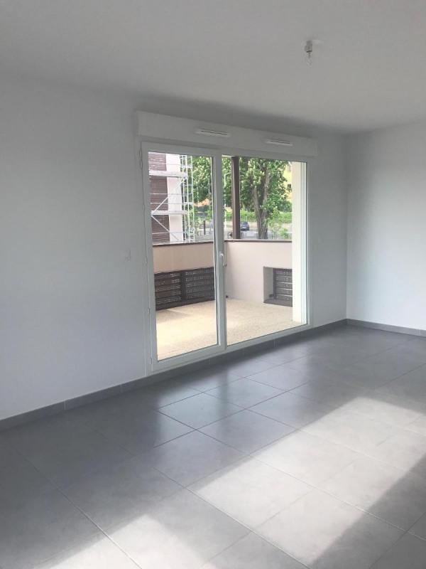 Rental apartment Bron 742€ CC - Picture 1