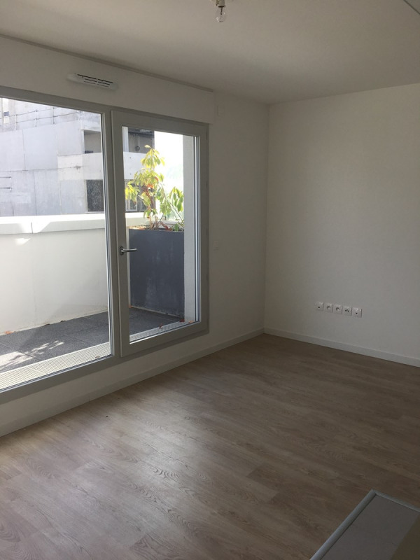 Location appartement Asnieres sur seine 895€ CC - Photo 1