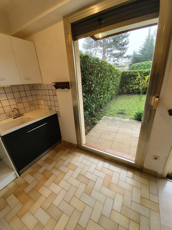 Location appartement Bron 592€ CC - Photo 2