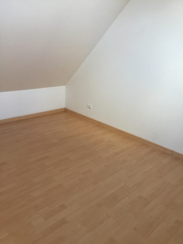 Rental house / villa Chambly 950€ CC - Picture 4