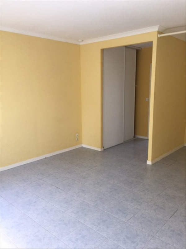 Location appartement Lamothe montravel 300€ CC - Photo 2