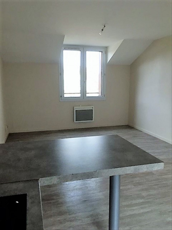 Rental apartment Roches premarie andille 420€ CC - Picture 2
