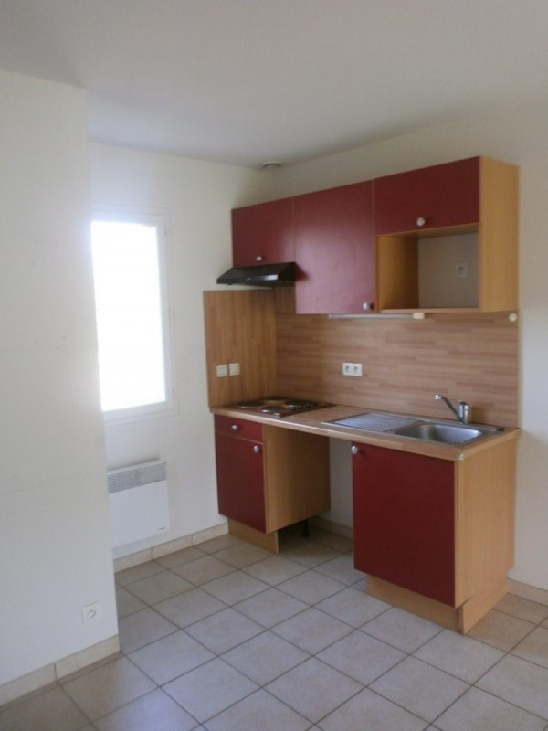 Location maison / villa Rignac 530€ CC - Photo 3