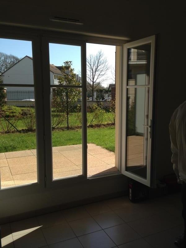 Locação apartamento Voisins le bretonneux 865€ CC - Fotografia 2