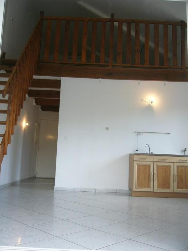 Rental apartment St gilles les bains 670€ CC - Picture 4