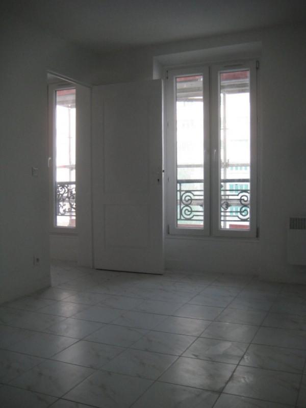 Location appartement Paris 18ème 900€ CC - Photo 2