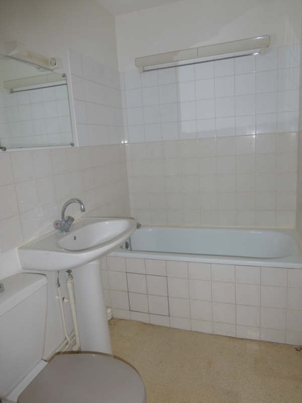 Location appartement Liguge 343€ CC - Photo 4