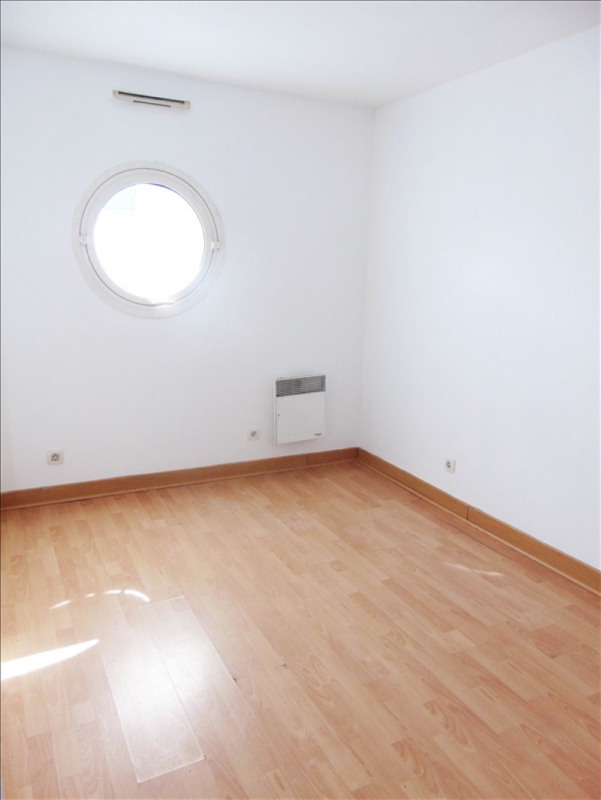 Rental apartment La plaine st denis 1070€ CC - Picture 5