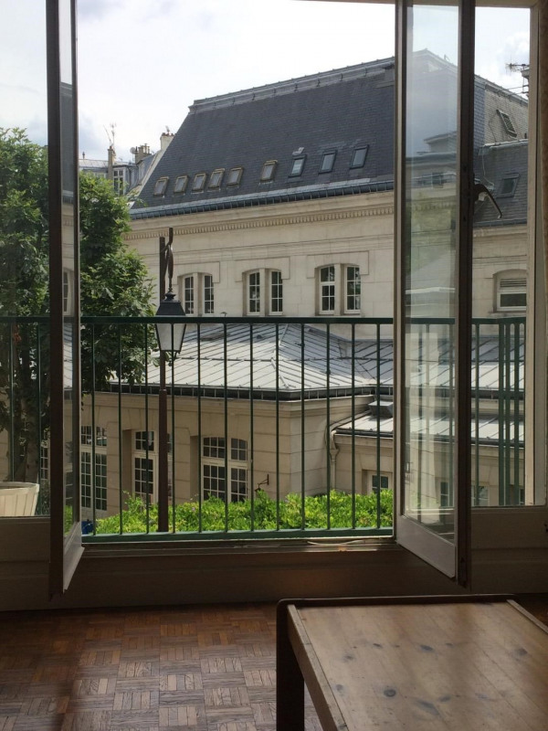 Grand studio meublé avec balcon