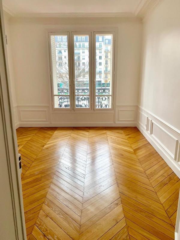 Rental apartment Paris 11ème 4620€ CC - Picture 2