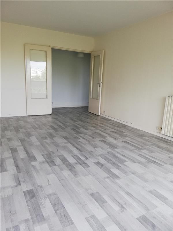 Location appartement Evry 846€ CC - Photo 1