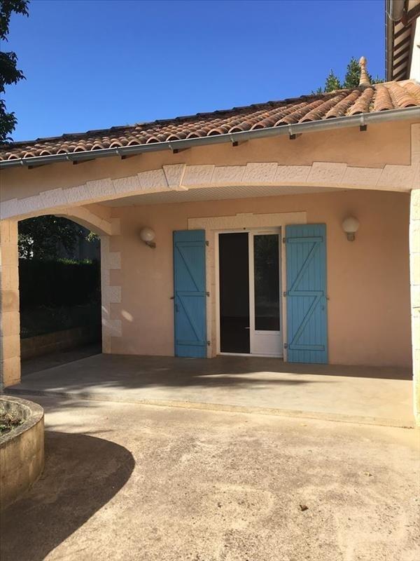 Location maison / villa St sauvant 685€ CC - Photo 5