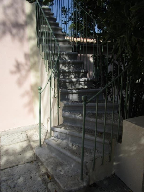 Location maison / villa Nimes 850€ CC - Photo 3