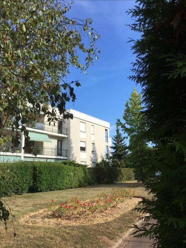 Rental apartment Charbonnieres les bains 800€ CC - Picture 12