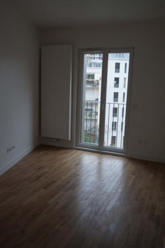 Location appartement Paris 18ème 1 741€ CC - Photo 5