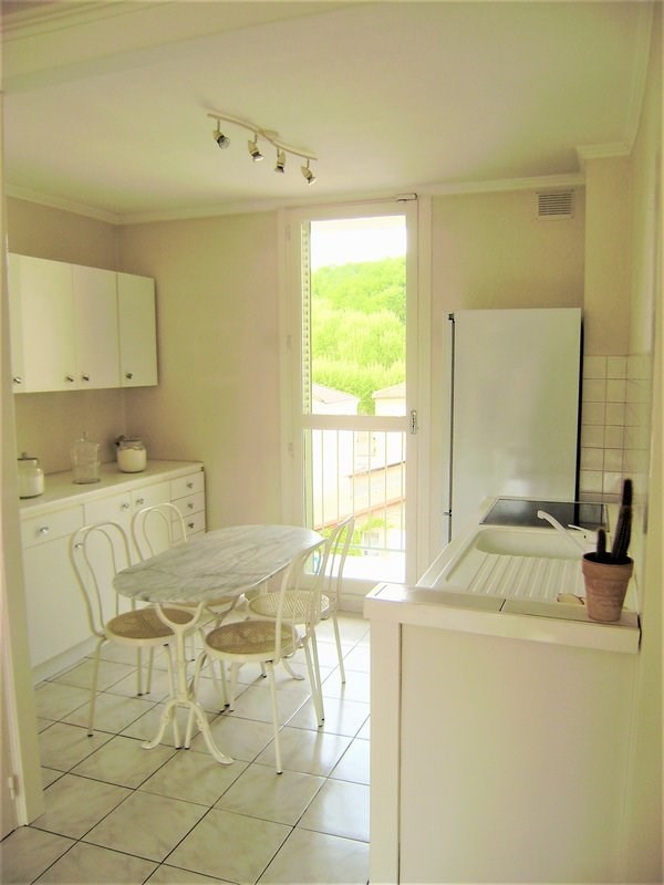 Sale apartment Charbonnieres les bains 185000€ - Picture 3