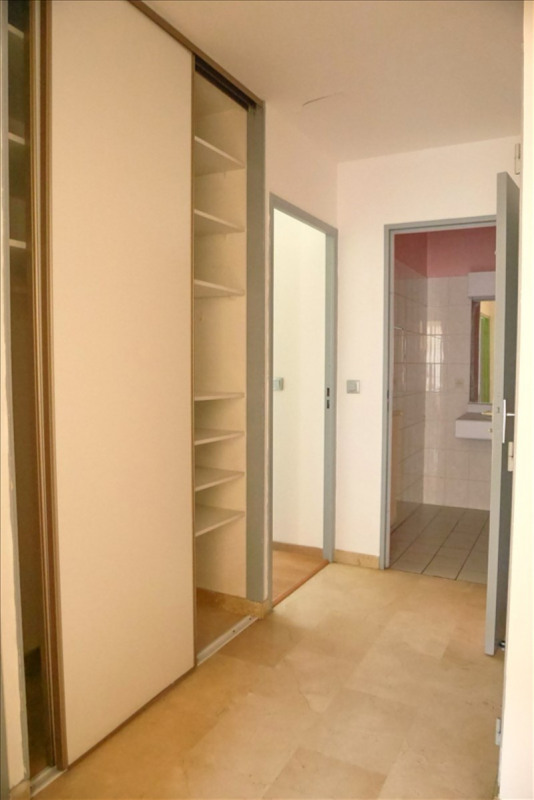 Rental apartment Charbonnieres les bains 750€ CC - Picture 8
