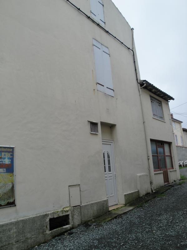 Sale building Niort 81000€ - Picture 2