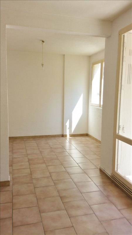 Location appartement Senas 776€ CC - Photo 3