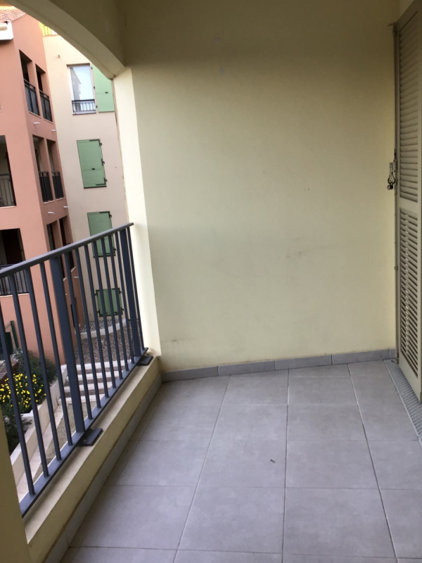 Location appartement Roquebrune-sur-argens 1030€ CC - Photo 13