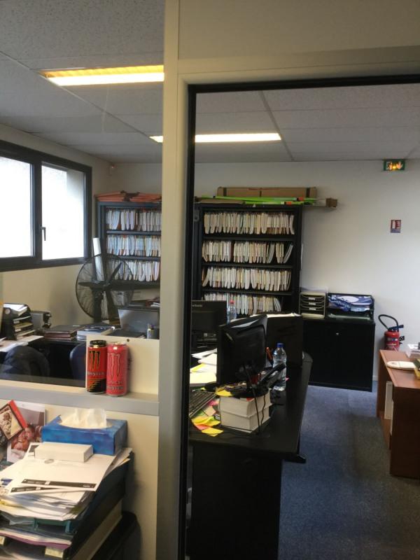Sale empty room/storage Voisins-le-bretonneux 550000€ HT - Picture 3