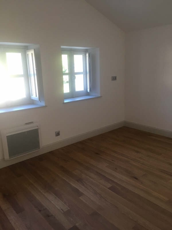 Location appartement Croutelle 15 565€ CC - Photo 2